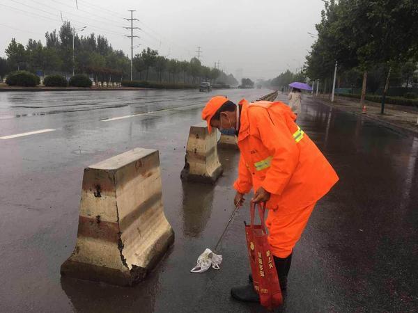 《【摩登4平台官网】荥阳市公路管理局全力做好雨天公路巡查养护》