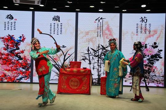 《【摩登4代理平台】【新春走基层】中牟县豫剧团排练新剧 推动传统文化传承与发展》