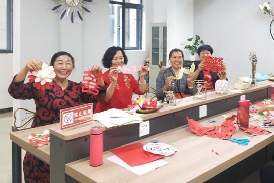 《【摩登4公司】中牟县红宇社区:发挥妇女半边天作用 创建文明和谐新社区》