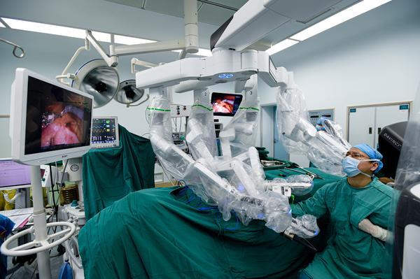 「达芬奇」机器人上岗,河南省肿瘤医院诊疗迈进超精准微创时代