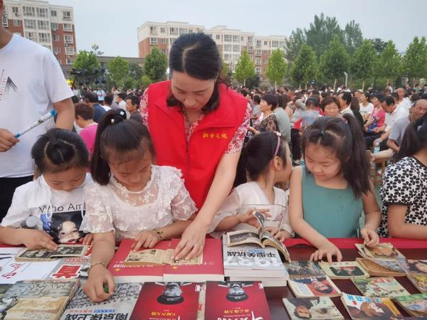 新安县图书馆开展红色书籍进基层活动