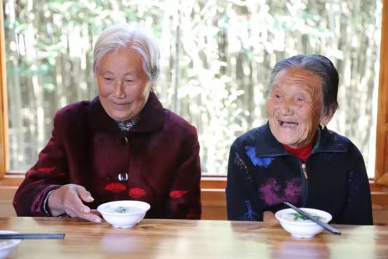 """摩登5平台潢川:回馈桑梓""""长寿宴""""乡风文明新时尚"""