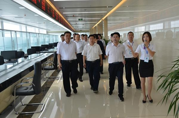 4、观摩便民服务中心  陈新刚 摄 - 复件(6)