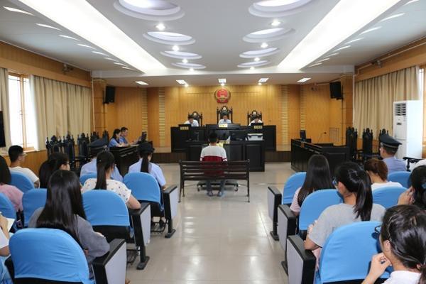 庭审现场1 - 复件