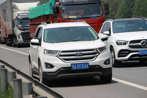 河南高速交警曝光百辆端午假期违法占用应急车道车辆