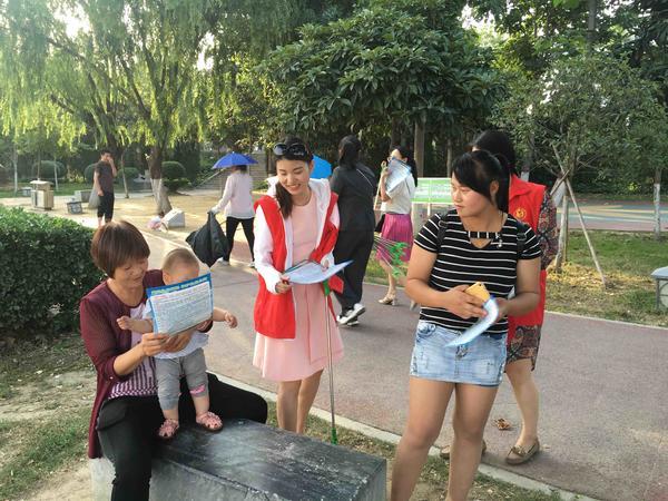 时时彩app手机送彩金:南阳卧龙法院志愿者开展保护母亲河环境日宣传活动