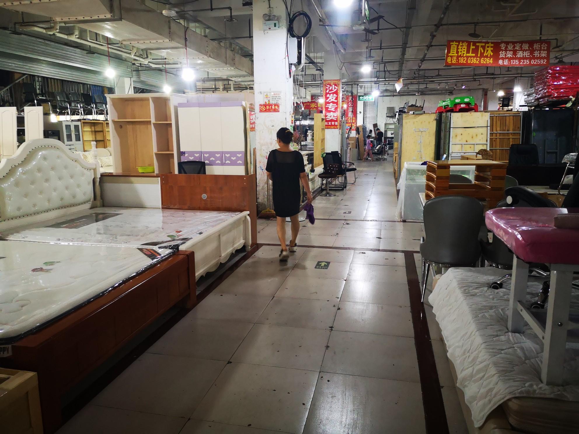 郑州新华家电家具广场换了几任老板,50家商户押金打水漂?