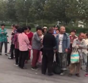 高速例行检查,打开一辆面包车的门,郑州民警惊出一身冷汗!