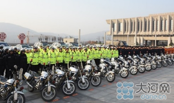 300多名公安干警参加启动仪式_副本_编辑