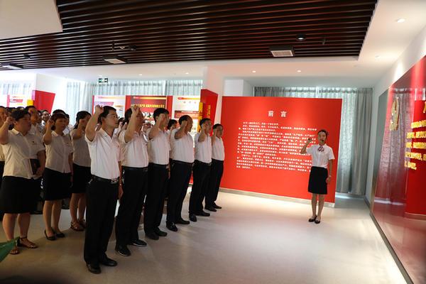 北京赛车是官方彩票吗:卢氏农商银行:开展爱心助残捐款活动___庆祝党的生日
