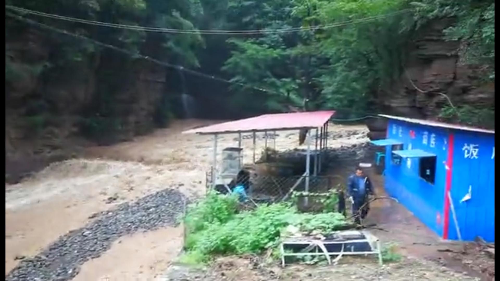济源九里沟景区突发山洪,各方紧急救援丨视频