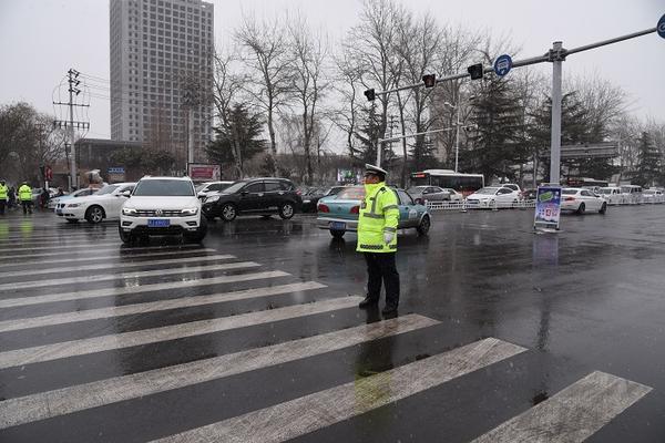 必发彩票安全吗:濮阳市交警支队启动雨雪天气道路交通管控预案