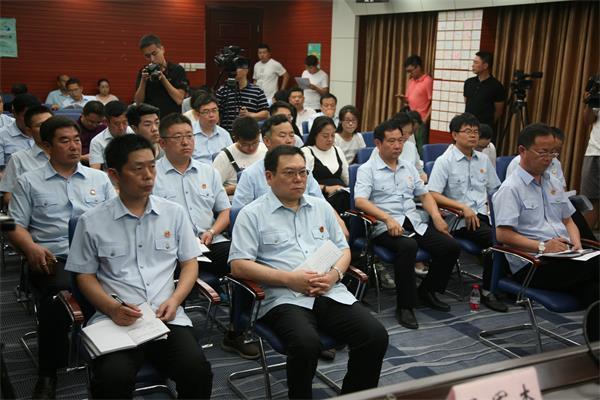 图中:前排左二为召陵法院院长晁旭