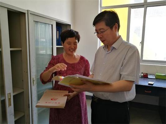 院长陈松林一行了解市中院驻村第一书记扶贫工作情况