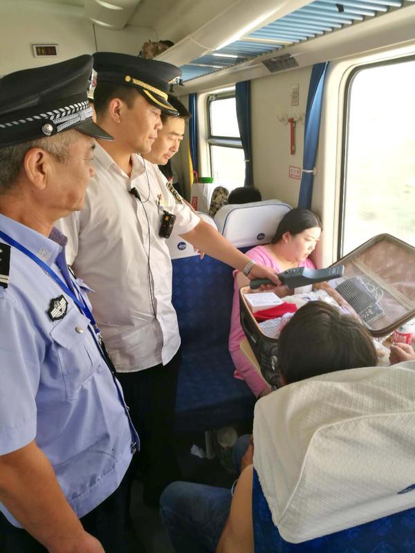 9号彩票平台注册9h99.com:郑州客运段西宁二组强化服务打造暑运安全舒适路