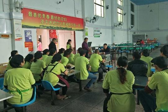 执法人员对学校从业人员进行培训 (3)