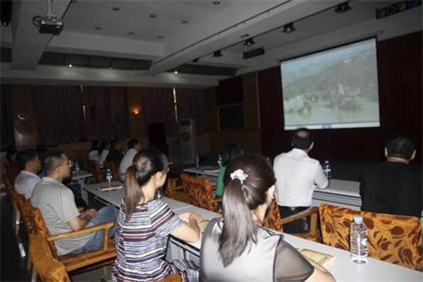 观看《三门峡大坝》专题片