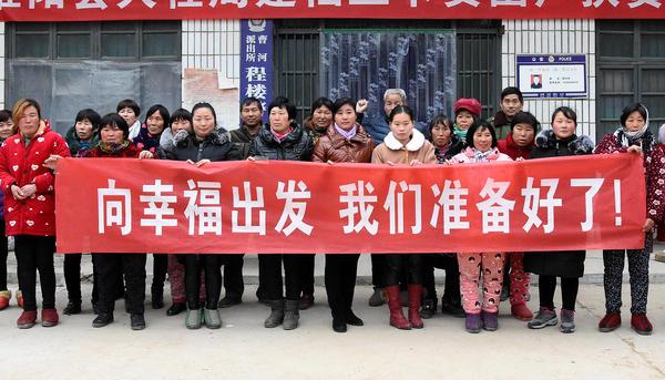 曹河乡西程楼村驻村工作队采取多种形式,对贫困户进行技能培训,树立群众脱贫信心。 袁祥金 摄