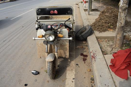 独自行动的轮胎和三轮车