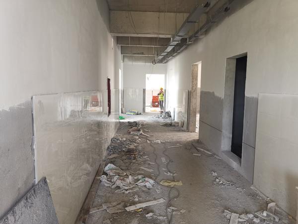 开学了,郑州管城区创新街小学团结路校区教室还没建好,咋上课?教育部门回应