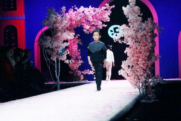 2018中原国际少儿时装周——河南中模教育研究院&羽成扉童装专场演绎清新时尚