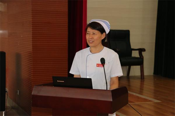 市三院护理部主任黄晓敏主持并讲话。
