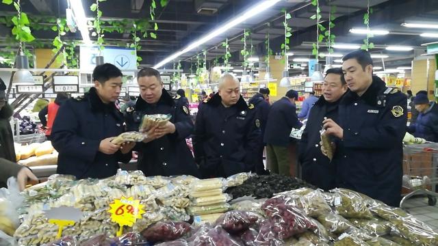 2018年2月5日安阳市食品药品监督管理局检查节日市场