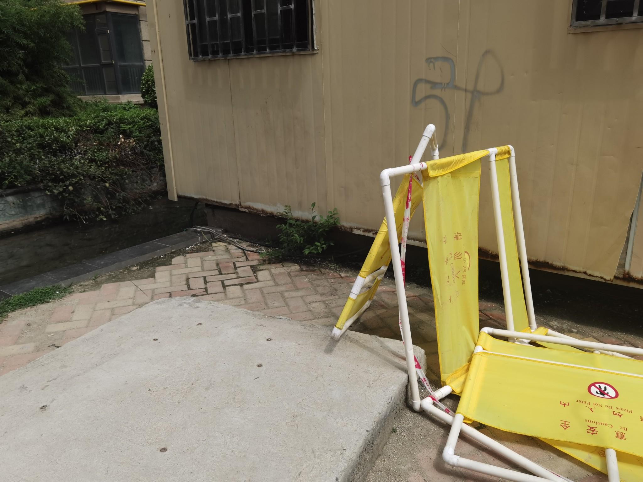 郑州8岁男童在金蓝湾小区景观池旁触电身亡 事发5天肇事裸露电线还在
