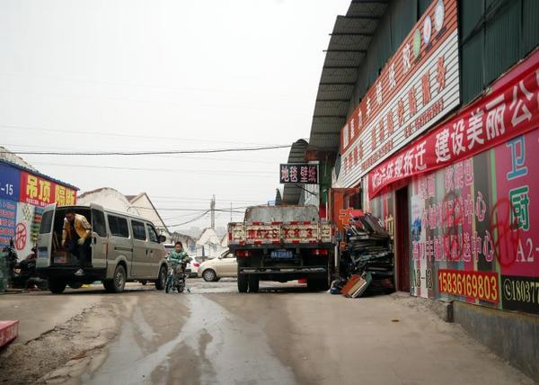 郑州中州建材市场突然要搬迁, 200多商户咋办?