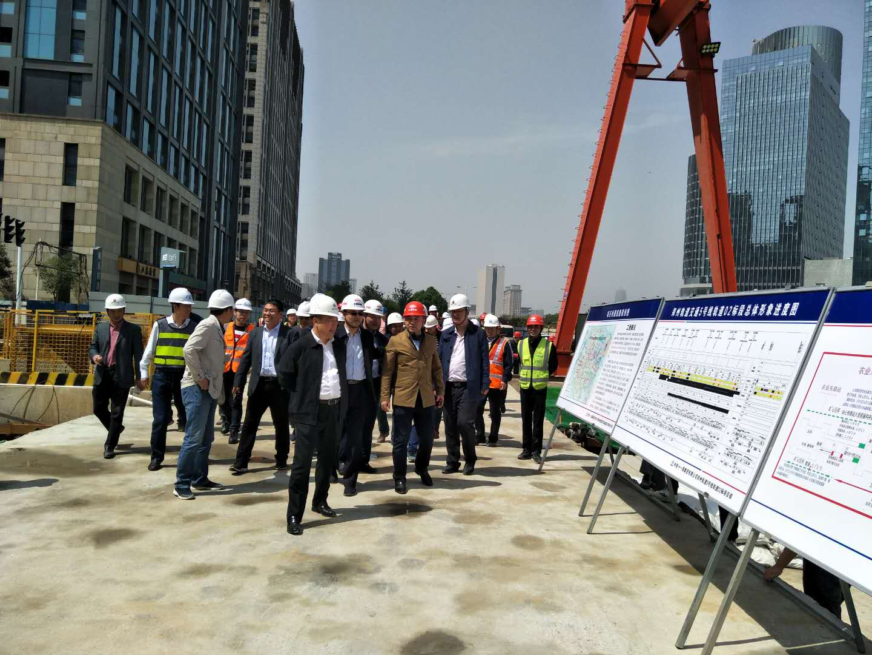 图1、郑州轨道有限公司张洲董事长一行莅临指导检查