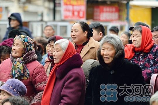 重庆时时彩开奖结果:平顶山市卫东区举办戏曲演唱会_丰富群众文化生活