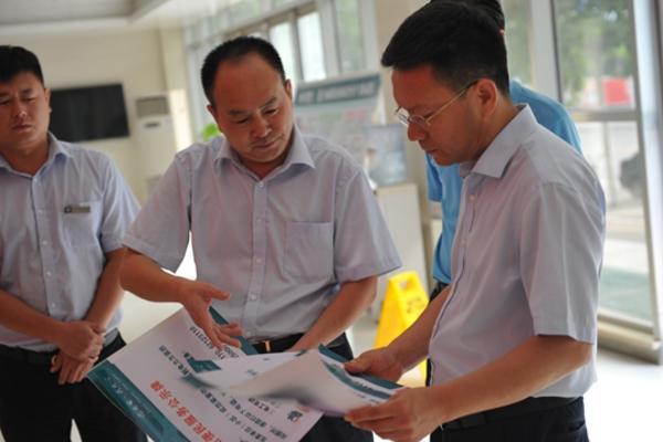 王耀东总经理调研基层供电所