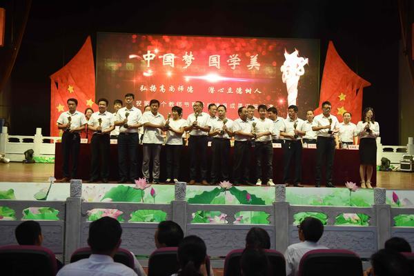 北京快乐8在哪可以买:淅川1800万重奖教育功臣_倾力打造教育高地