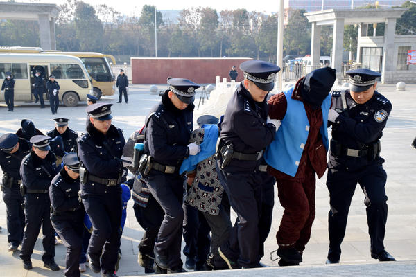 驻马店:公开审理宣判23名涉黑分子,均获刑!