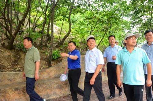 北京文化旅游专家组莅临方城县七峰山考察指导工作