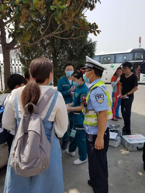【最河南】带娃旅游过儿童节突发心脏病 交警和医护人员高速上紧急救助