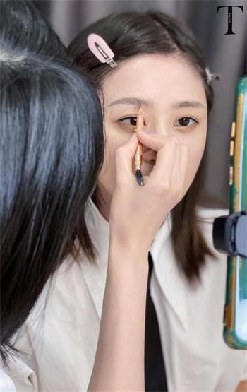 素颜有精神妆容有灵魂中荷人寿河南省分公司举办蜜丝会线上美妆直播活动-大河网