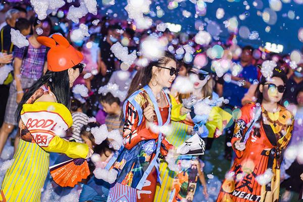 云台山电音节吸引众多年轻人打卡.jpg