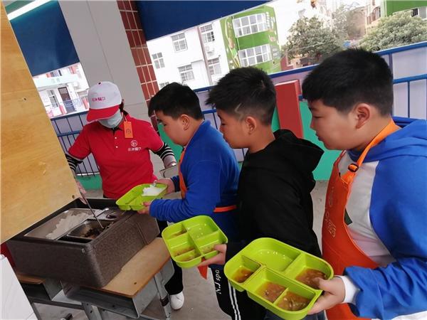 荥阳市第二小学启动学生午餐供应工作