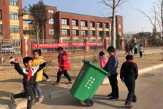 《【摩登4注册平台】中牟县刁家乡水沱寨社区学校开展捡垃圾公益实践活动》