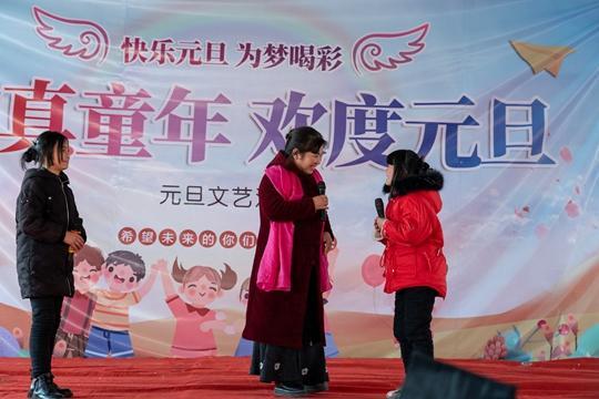 《【摩登4代理平台】中牟县刁家乡实验小学举行文艺汇演 纯真童年欢度元旦》
