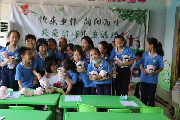 """王存华捐出长篇小说《向阳而生》版税,在2020年六一节启动""""快乐童伴 向阳而生""""公益活动,"""