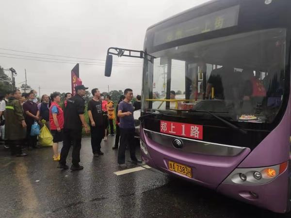 听党指挥冲在一线!荥阳汽车站抽调客车21辆 转移被困旅客800多名