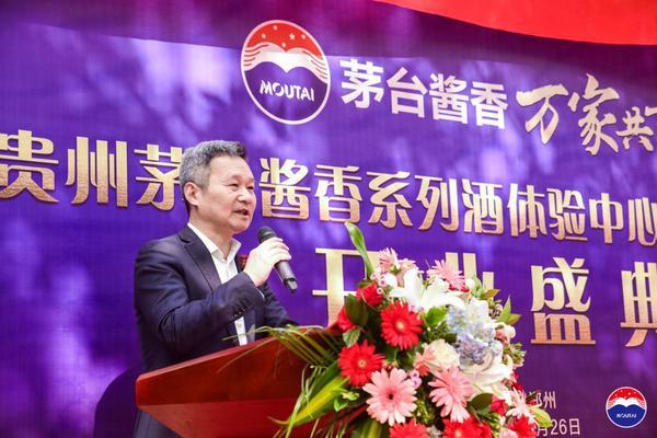 河南首家贵州茅台酱香系列酒体验中心在郑州CBD开门迎宾