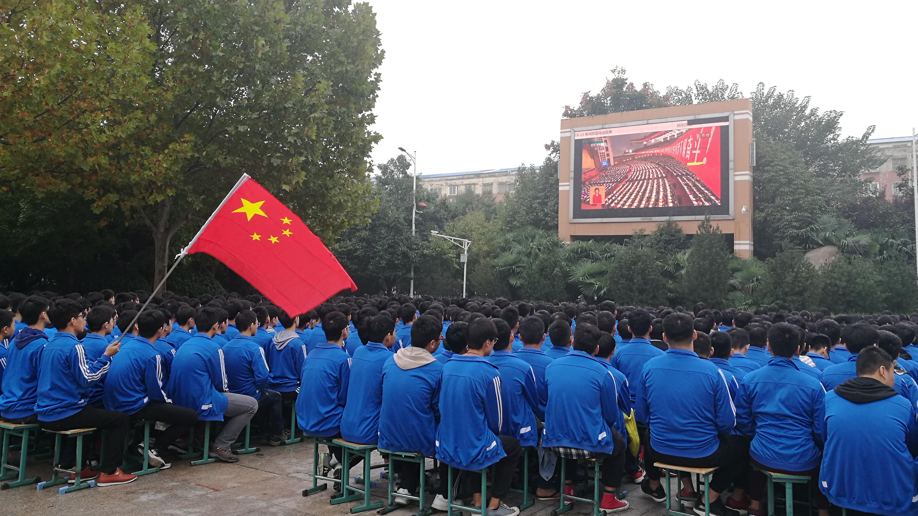 淮阳社会各界积极组织收听收看十九大报告。  王艳萍  摄