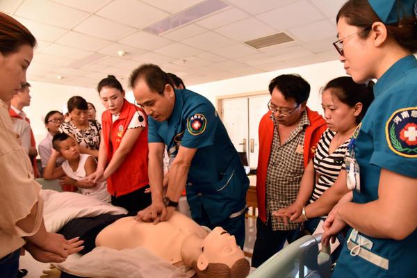 为义工传授专业急救知识 提升急救技能